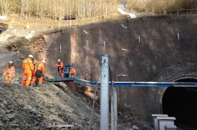 Engineers repairing the cutting at Harbury - web