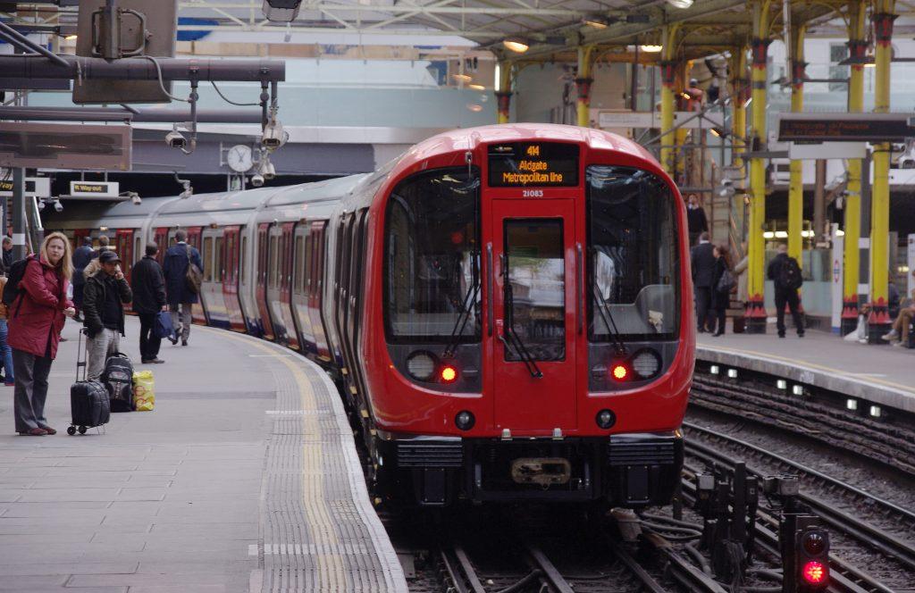 Matt Buck - Farringdon_station_MMB_22_S-Stock