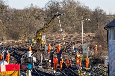 barnetby-removing-old-signalling-credit-david-enefer