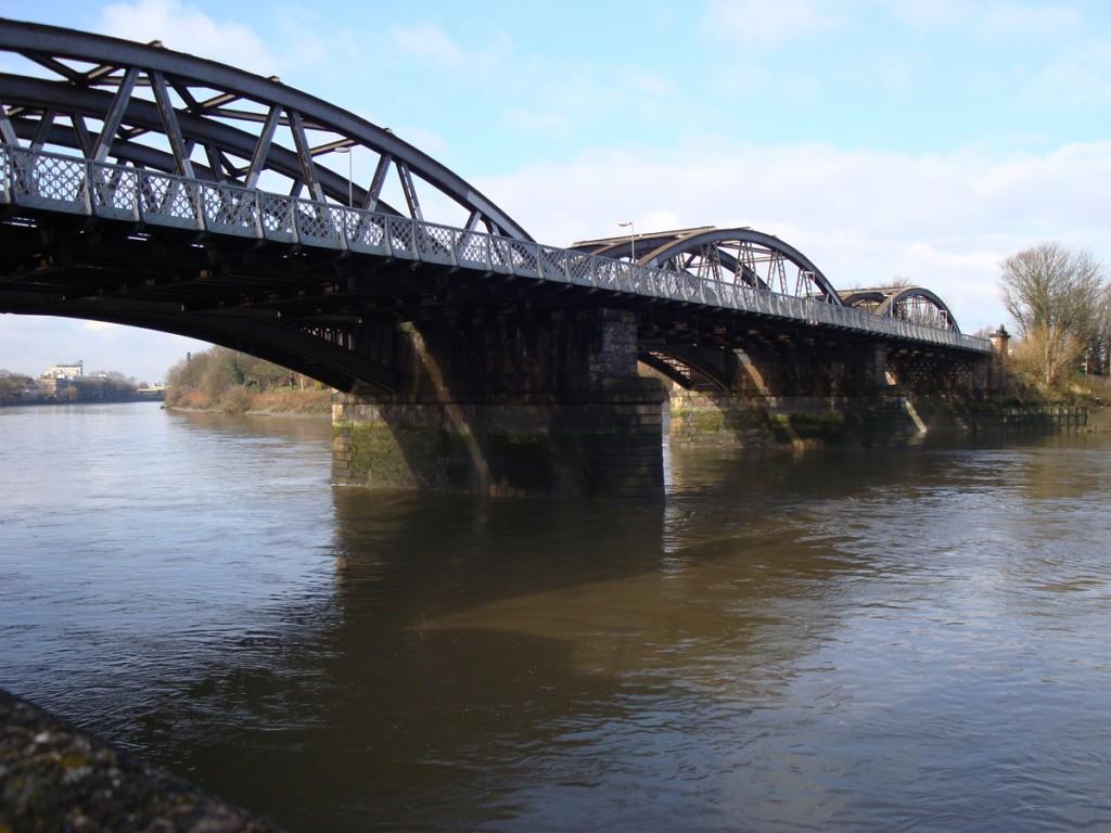 Barnes Bridge [online]